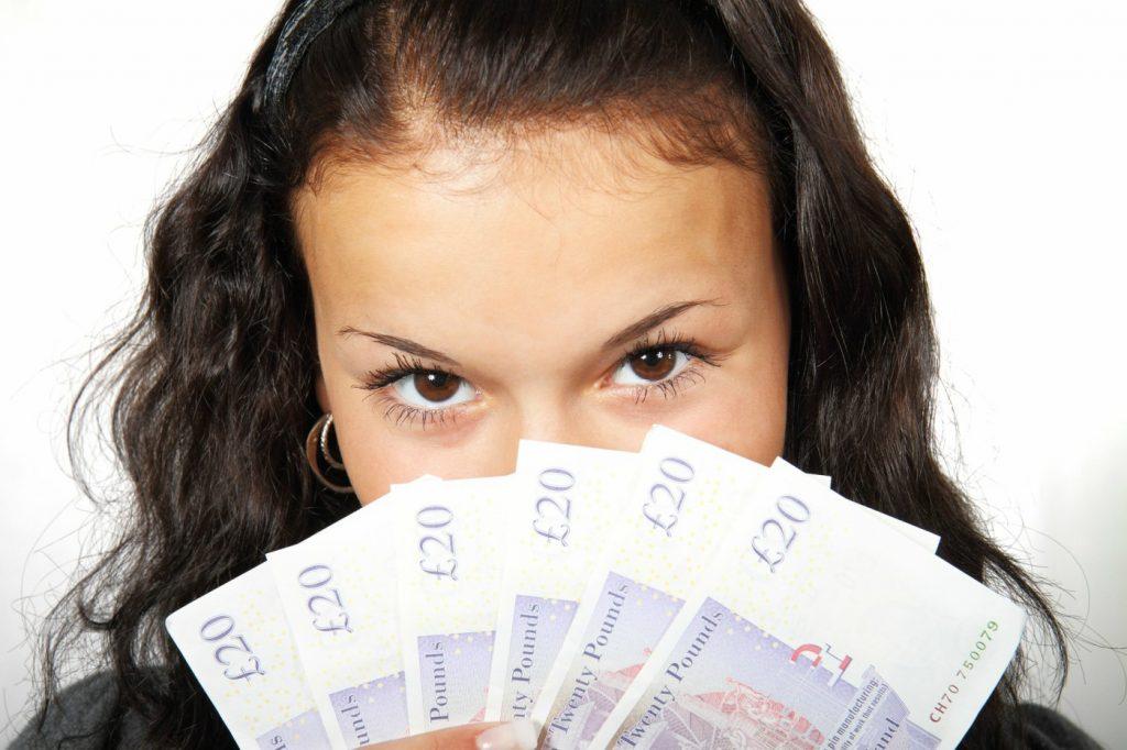 Ottenere prestiti 2000 euro è molto semplice e veloce. Sono molte infatti le banche che offrono questa possibilità anche senza busta paga