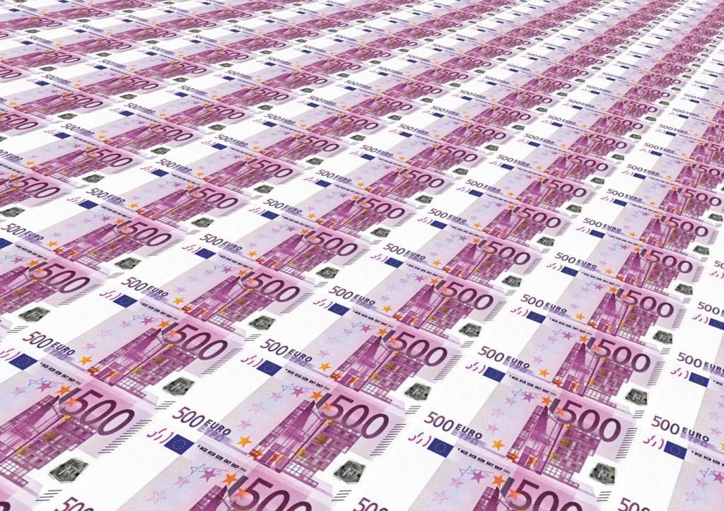 Diverse banche e finanziarie offrono prestiti 8000 euro. Il miglior modo per scegliere il più conveniente è confrontare online i preventivi