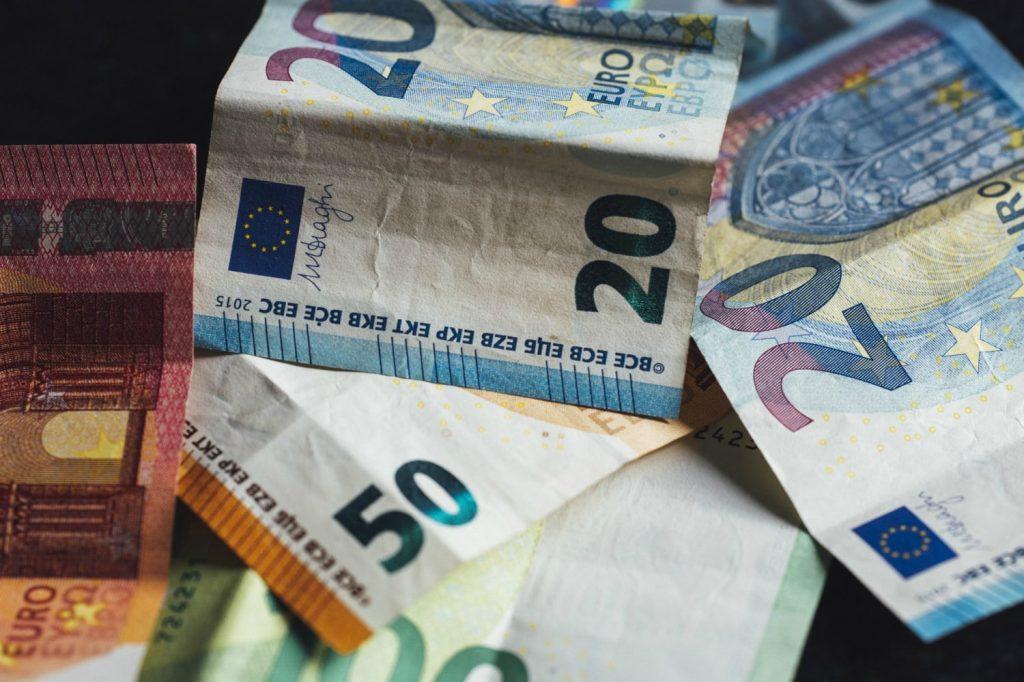 I prestiti 300 euro sono micro crediti ottenibili con fido bancario o tramite prestito tra privati