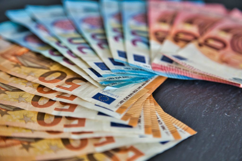 i prestiti ponte sono prestiti temporanei concessi in attesa di negoziare un prestito a lunga durata